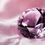 シルク生地背景の宝石イメージ